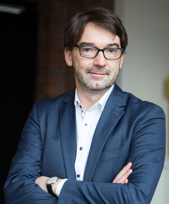 DR. NIKOLAUS FÖRSTER